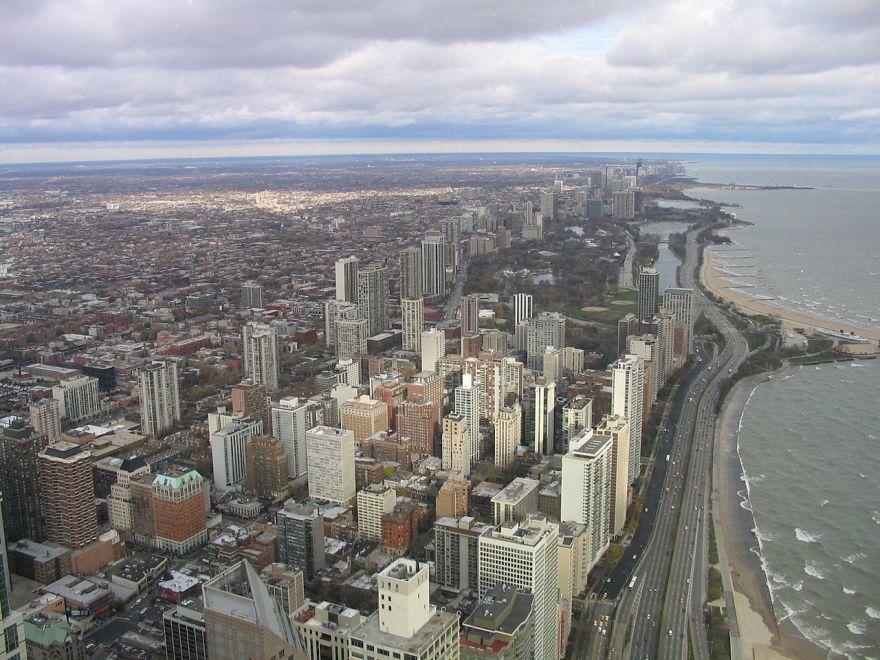 Source: https://commons.wikimedia.org/wiki/File:Chicago_north_from_John_Hancock_2004-11_img_2618.jpg